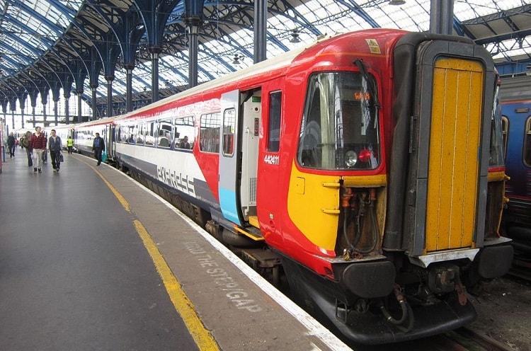 Поезда из аэропорта Gatwick Express в Лондонский вокзал Виктория